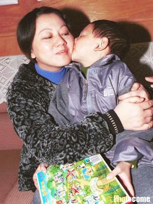 飞行员王伟原本有个温馨的家庭:妻子阮国琴贤