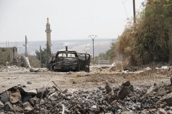 图为交战过后的一处叙利亚建筑区