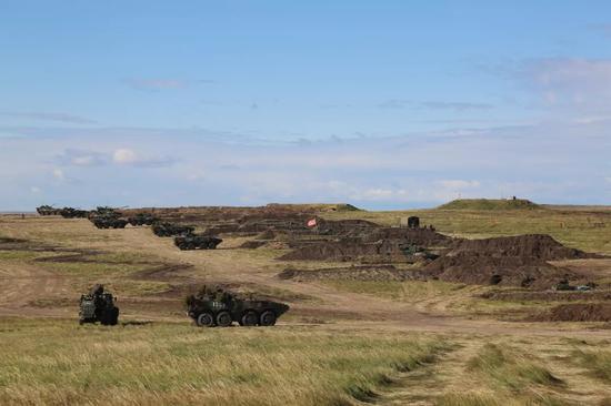 中俄两军参演地面分队展开协同训练