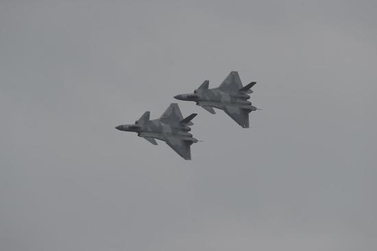 参加珠海航展的中国空军歼-20战斗机