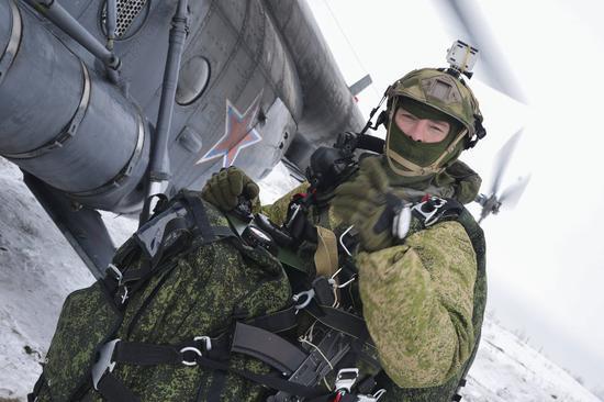 俄空降兵部队战斗力再升级 将增直升机与反导分队