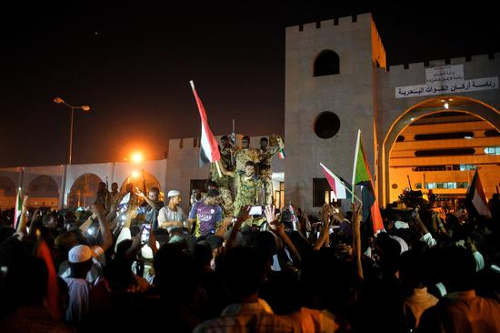 阿拉伯之春2.0?苏丹抗议者欢呼过渡军事委员会主席辞职
