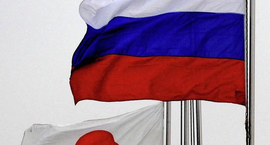 资料图:日俄国旗