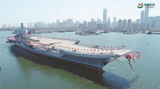 图为中国首艘国产航母下水 图片来源:中国军网