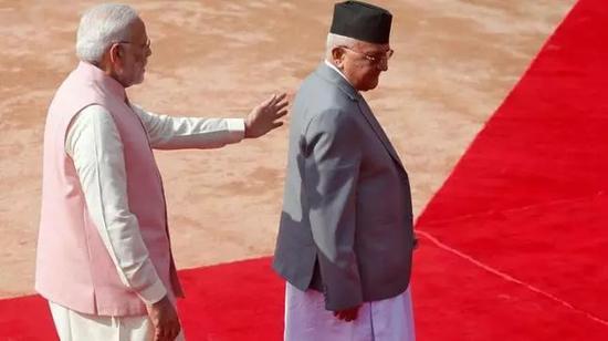 ▲印度总理莫迪(左)与尼泊尔总理奥利(路透社)