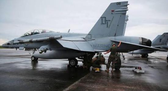 18空中相撞 飞行员驾驶受损战机安全返回