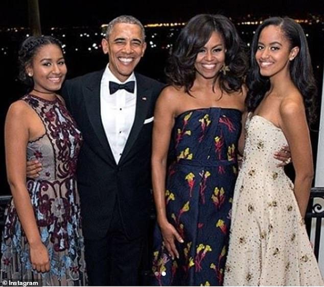 奥巴马出席小女儿毕业典礼 这一次没有戴墨镜遮泪
