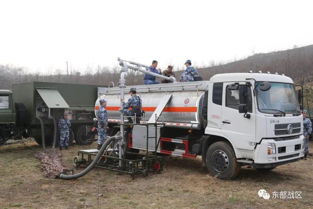 东部战区海军航空兵某场站开展军地联合野外油料保障演练