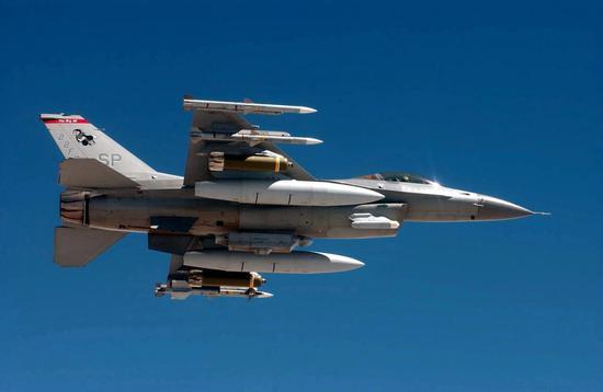 美军F-16战斗机翼身下的11个外挂点