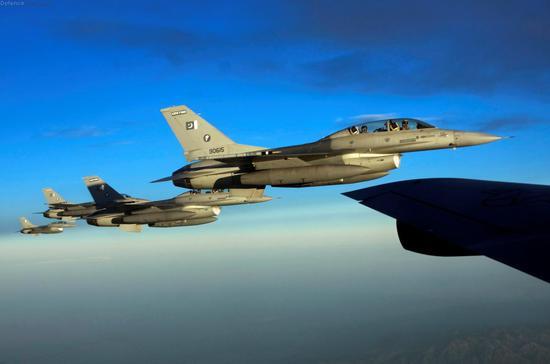 巴基斯坦内利斯空军基地F-16战斗机编队