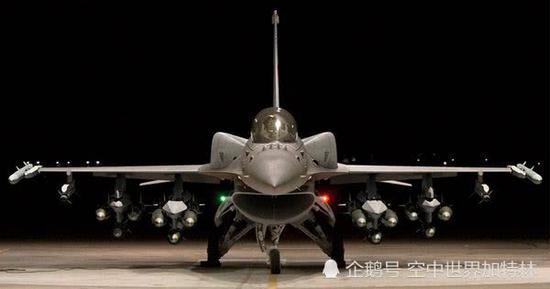 台空军在本地由现役F-16 Block20战斗机升级而成的F-16V战斗机