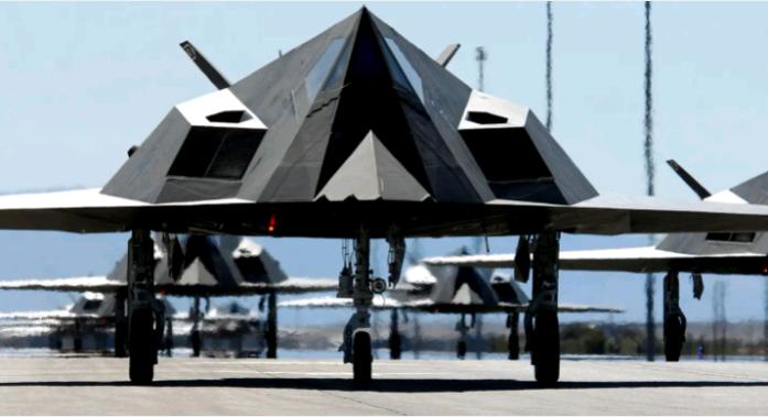 """美军重启这款""""英年早逝""""的隐身战机 为了模拟歼20?"""
