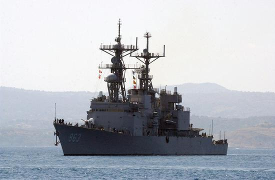 """资料图:""""斯普鲁恩斯""""号驱逐舰"""