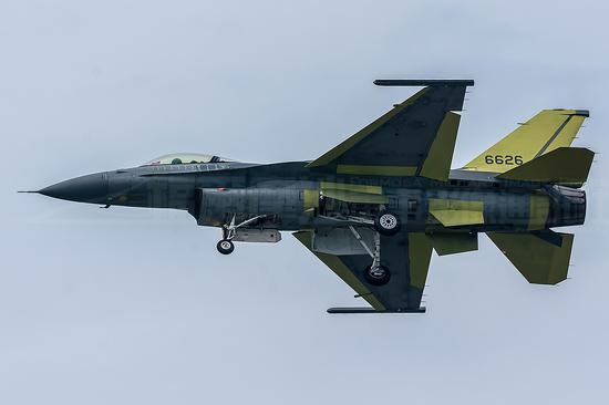 台湾空军首架完成升级的F-16V,编号6626 图源:Air Force Monthly