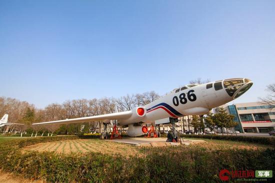 功勋园陈列的086号轰-6发动机飞行试验机 中国飞行试验研究院 供图