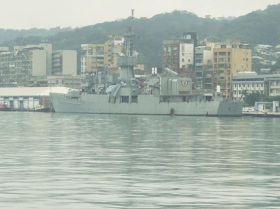 """遭撞击的台海军""""宁阳""""舰 图片来自台媒"""