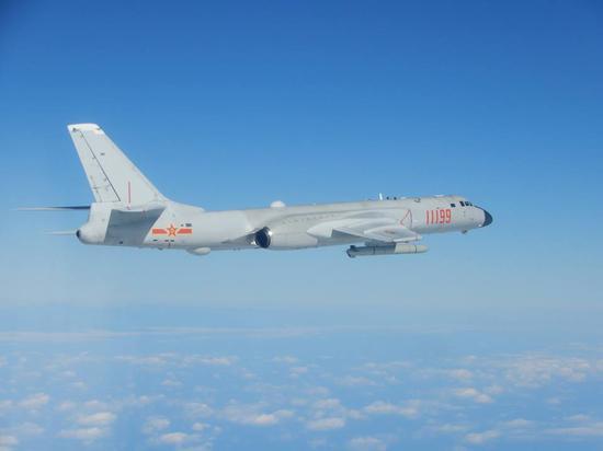 台防务部门此前发布的解放军轰-6轰炸机照片