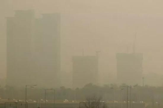 ▲1月15日,韩国首尔雾霾天气持续,城市灰蒙蒙一片。(视觉中国)