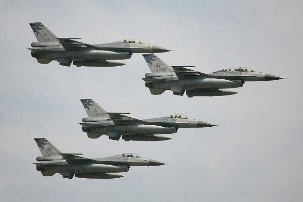 资料图片:台军F-16战机编队。(图片来源于网络)