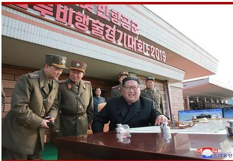 金正恩观摩朝鲜空军飞行大赛:非常满意